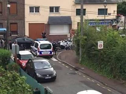 Francia, attacco in una chiesa vicino a Rouen: sgozzato il parroco