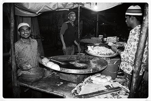 Iftar Time .. Pydhonie Khau Gully by firoze shakir photographerno1