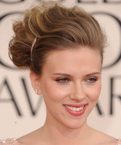 http://www.glamcheck.com/entertainment/files/2011/01/Scarlett-Johansson-hairstyle-makeup-2011-Golden-Globe-Awards.jpg