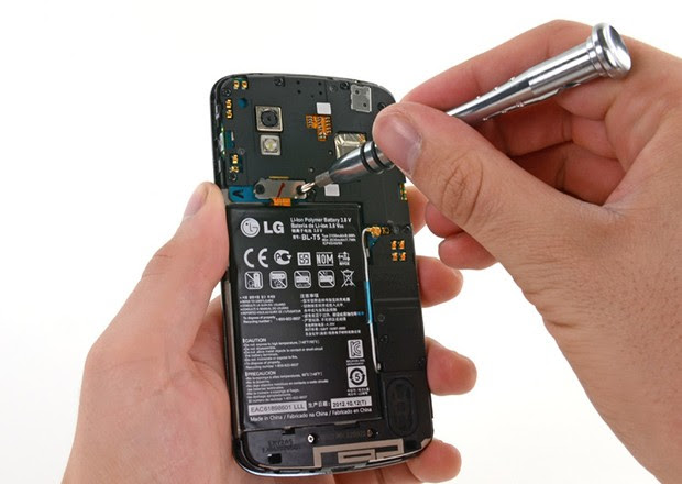 iFixit pries open Google's Nexus 4, exposes somewhat stubborn battery (update: repairability verdict)
