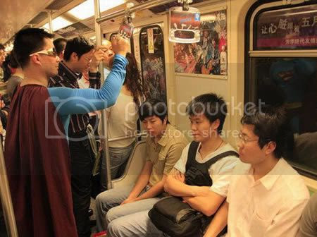 strangepeopleintrain7 [Gambar Pelik] Orang Pelik Dalam Kereta Api