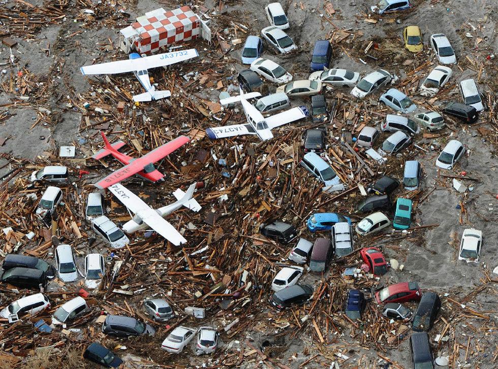 Terremoto en Japón  - Aviones y coches