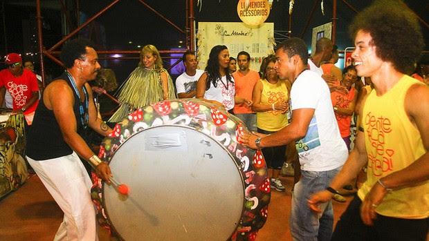 Música e arte reunidas na Alameda Sensações (Foto: Adenilson Nunes/COOFIAV/Divulgação)