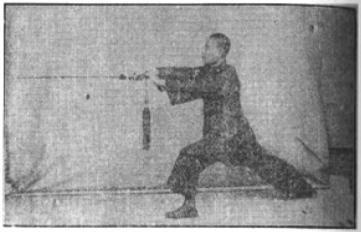 《昆吾劍譜》 李凌霄 (1935) - posture 5