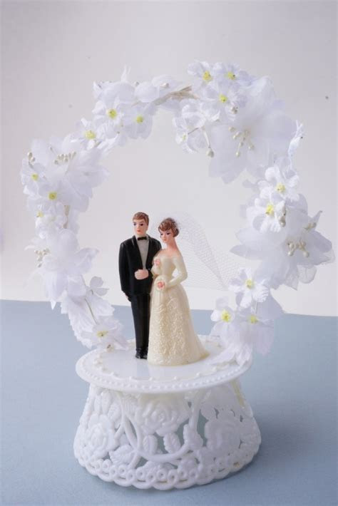 Best 25  Vintage wedding cake toppers ideas on Pinterest