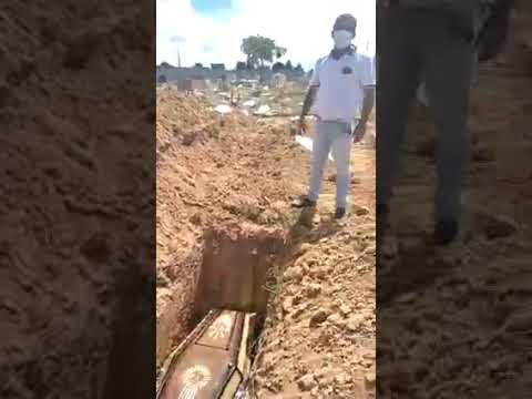 Coveiros não vão trabalhar por falta de salários e familiares são obrigados a enterrar seus entes queridos em Porto Seguro