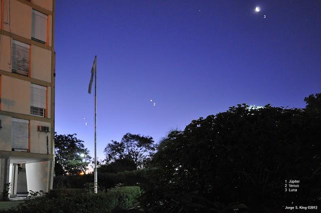 Conjunción entre Venus, Júpiter y la Luna