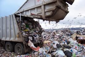 Τόνοι σκουπίδια κάθε μέρα
