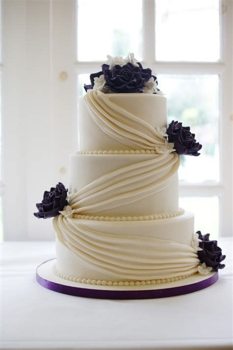 Celebration Wedding Cakes Hertfordshire   Bakealous Stevenage