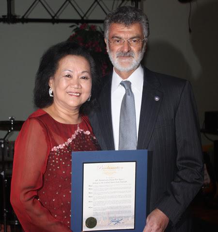 Gia Hoa Ryan and Mayor Frank Jackson