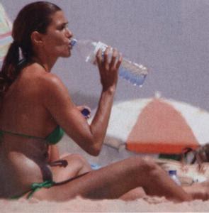 Liliana Campos na praia