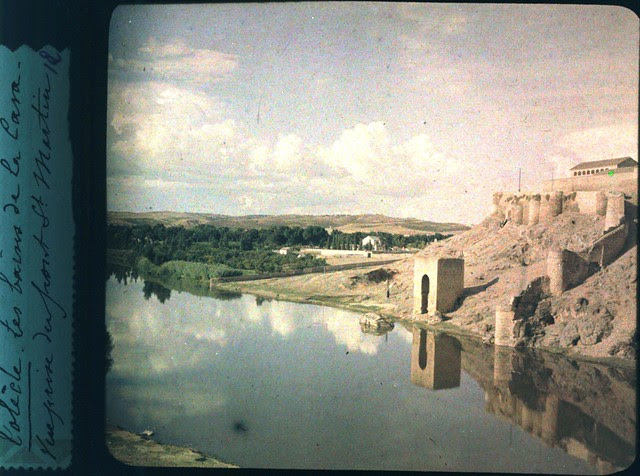 Toledo hacia 1915. Baño de la Cava. Autocromo anónimo francés