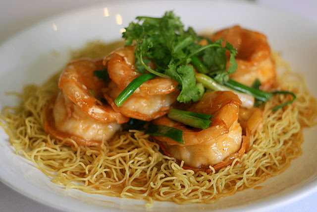 Braised Egg Noodles with King Prawn in Ginger and Shallot Sauce