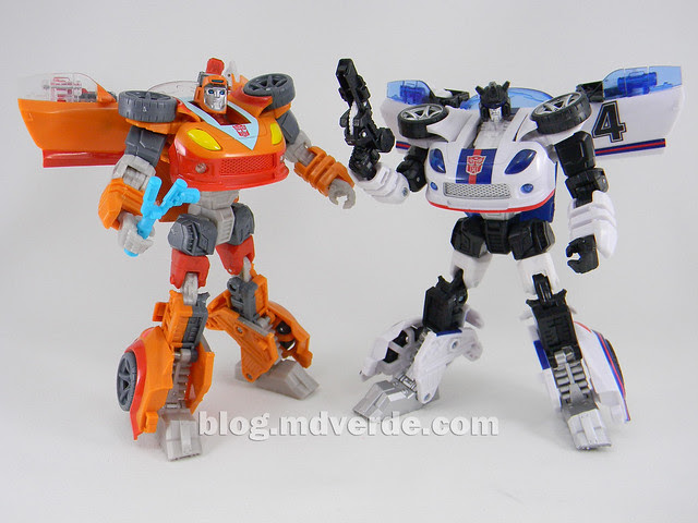 Transformers Wheelie Deluxe - Generations GDO - modo robot vs Jazz United