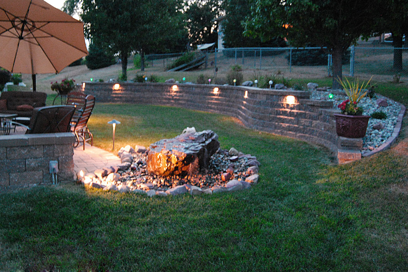 Landscaping ideas for backyard with retaining wall