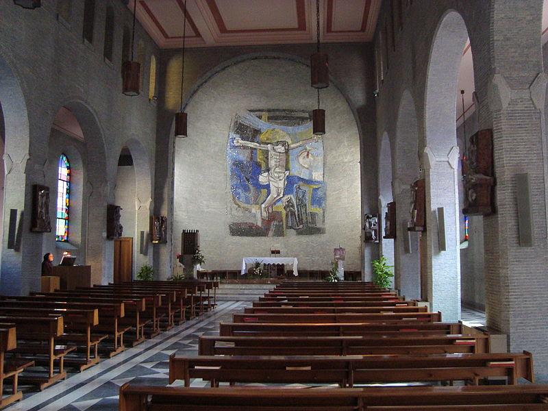 Fil: Intérieur église Preziosissimo Sangue di Nostro Signore Gesù Cristo.JPG