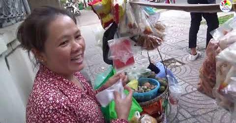 Gánh hàng rong bánh tráng trộn của người mẹ 20 năm xa quê nuôi con ăn học
