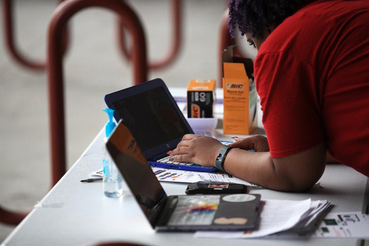 Especialistas no e-commerce afirmam ainda a possibilidade de expansão de vendas em segmentos mais específicos | Foto: Chris Graythen | AFP - Foto: Chris Graythen | AFP