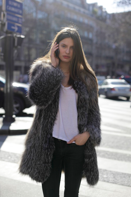 LE FASHION BLOG MODEL OFF DUTY STREET STYLE MODEL BIANCA BALTI FUR COAT EFFORTLESS STYLE SHAGGY BLACK GREY GRAY MIX FUR WHITE TEE TSHIRT SKINNY BLACK JEANS BEAUTY LONG HAIR CENTER PART FASHION WEEK photo LEFASHIONBLOGMODELOFFDUTYSTREETSTYLEBIANCABALTIFURCOAT.png