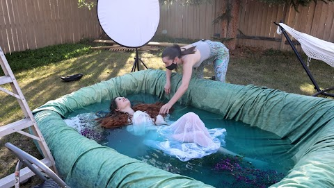 Behind the Scenes of This Incredible Inflatable Pool Backyard Portrait Shoot