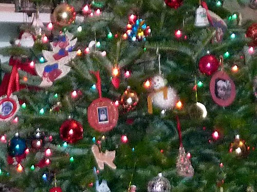P1050789-2010-12-17-Christmas-Tree-Ornaments-Our-Babies-KK-RK-DK