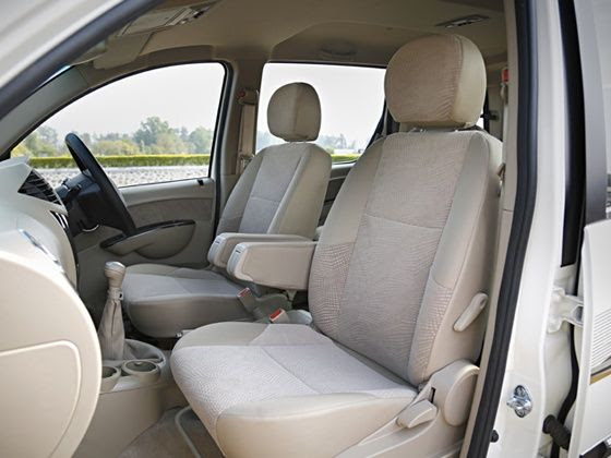 2015 Mahindra Xylo review interior