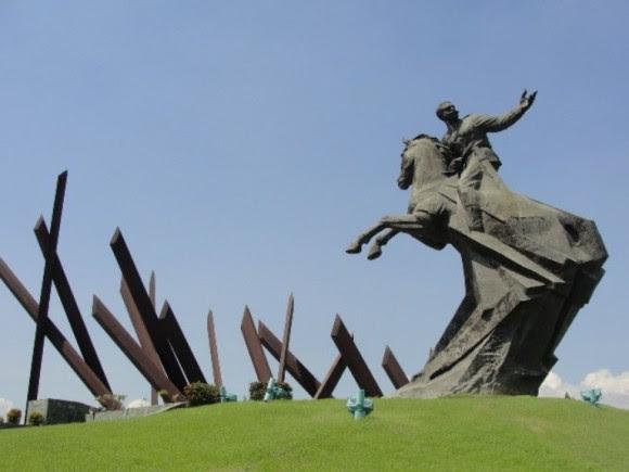 """""""Maceo es nuestro, continuaremos honrando su gloria y su memoria de mil formas diferentes"""", dijo Fidel sobre Maceo. En la imagen, la Plaza que lleva el nombre del Titán de Bronce en Santiago de Cuba. Foto: Archivo."""