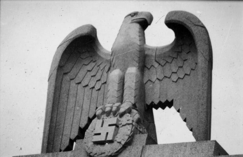 File:Bundesarchiv Bild 101III-Wisniewski-001-17, Berlin, Kaserne der LSSAH, Adler auf der Kaserne.jpg