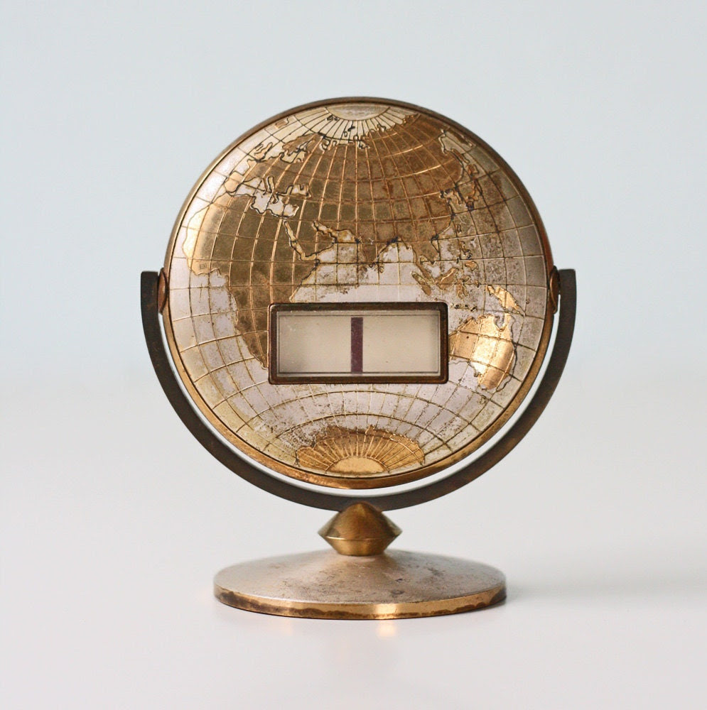 Vintage Globe Calendar - currently showing January 1 New Year's Day - bellalulu
