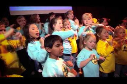 Lirik Lagu Rohani Hillsong Kids - God You Make Me Smile