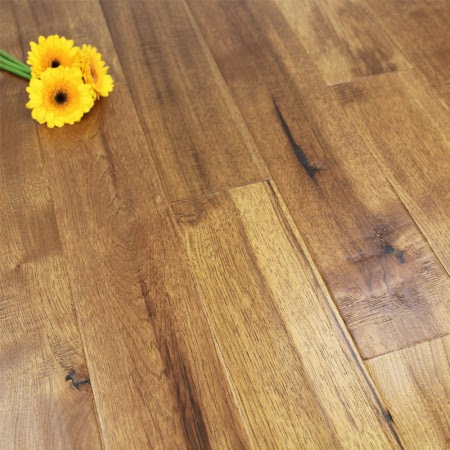 127mm Lacquered Engineered Antique Hickory Click Wood Flooring 2.13m²