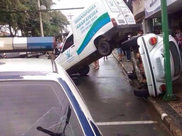 Jovem tombou carro durante fuga após furto (Foto: Arquivo Pessoal/Márcio Garpelli)