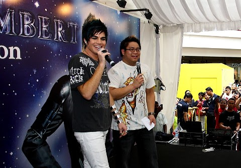ADAM LAMBERT AUTOGRAPH SESSION__7