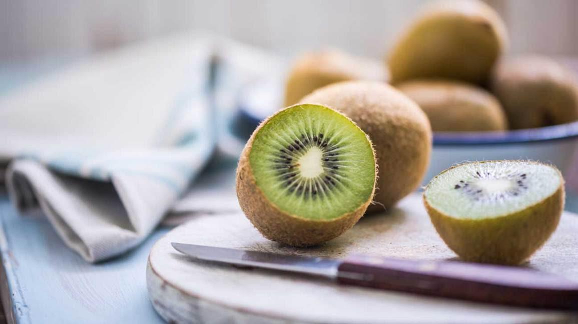 Can you eat kiwi skin?
