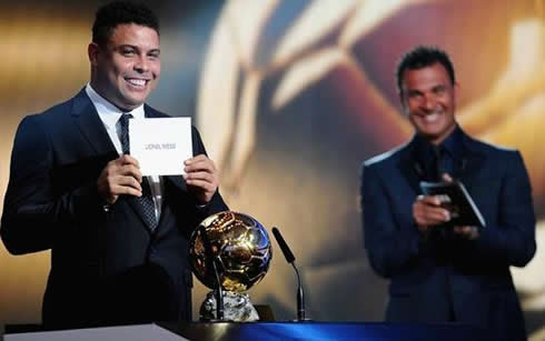 Ronaldo announcing Lionel Messi name, as the winner of the FIFA Balon d'Or 2011-2012 trophy/award