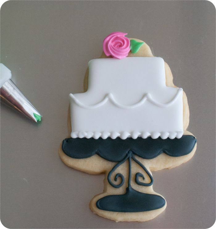 how to make decorated wedding cookies: cakes, Mr & Mrs, roses. Decorating tutorial. | bakeat350.blogspot.com