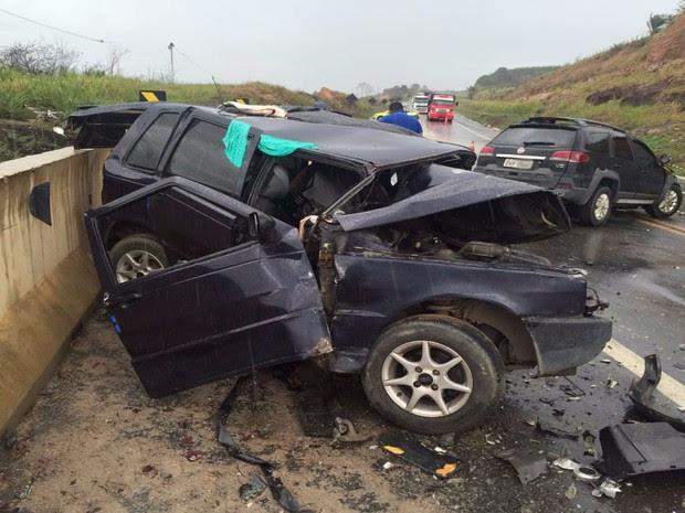 Uma pessoa morre e outras três ficam feridas em acidente na BR-101 (Foto: Sulbahianews)