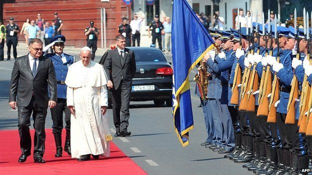 Pope Francis arrives in Bosnia, 6 June 2015