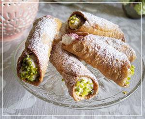 この素朴な外見も、いかにも昔ながらのイタリア菓子という感じ?な、カンノーリ。