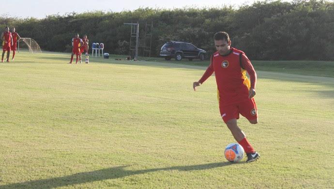 Renatinho Potiguar, meia do Globo FC (Foto: Kaline Rodrigues/Divulgação)