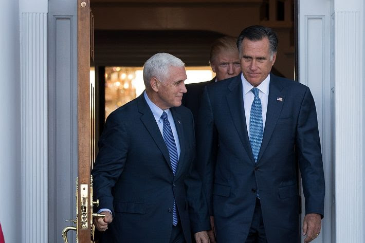 http://internacional.estadao.com.br/blogs/eua-2016/wp-content/uploads/sites/401/2016/11/Mike-Pence-E-e-Mitt-Romney-conversam-no-s%C3%A1bado-em-New-Jewsey.jpg