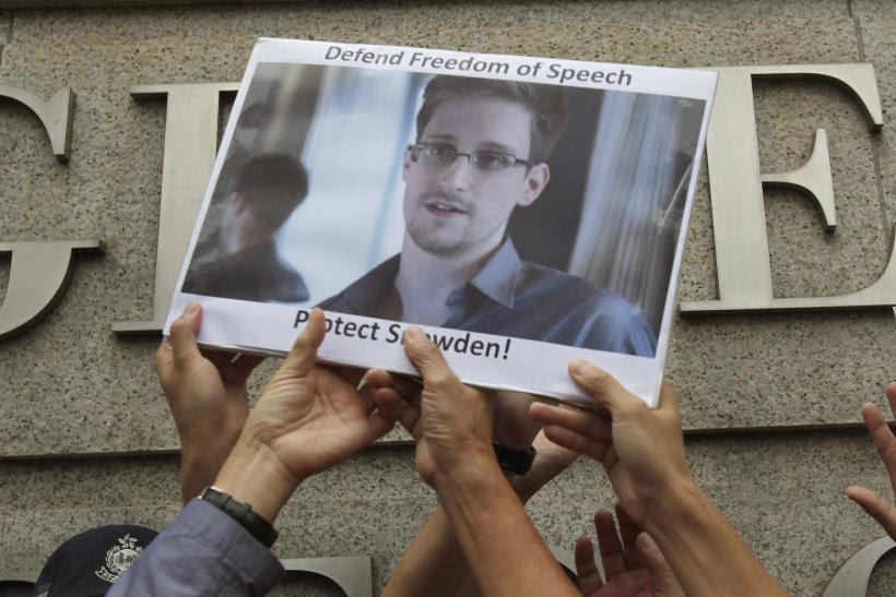 http://s1.ibtimes.com/sites/www.ibtimes.com/files/styles/v2_article_large/public/2013/06/28/photo-edward-snowden.jpg