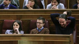 Pablo Iglesias, Íñigo Errejón i Irene Montero durant el ple del Congrés d'aquest dijous (EFE)