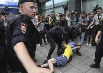 Rusia aprueba casi por unanimidad la ley que prohíbe hablar sobre homosexualidad