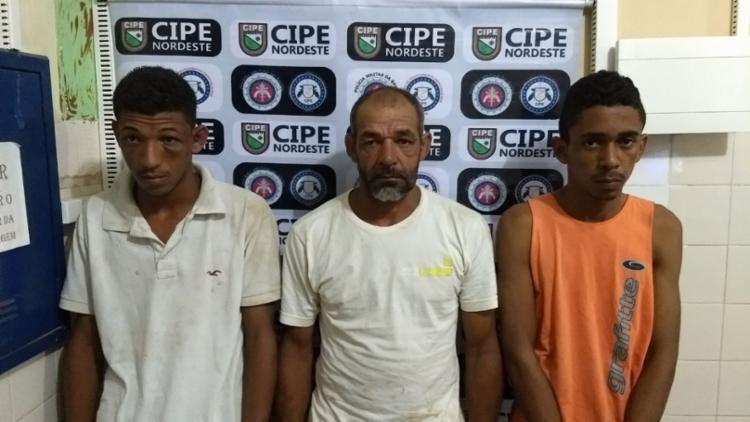 Pai, filho e comparsa estavam vendendo drogas - Foto: Divulgação   SSP-BA