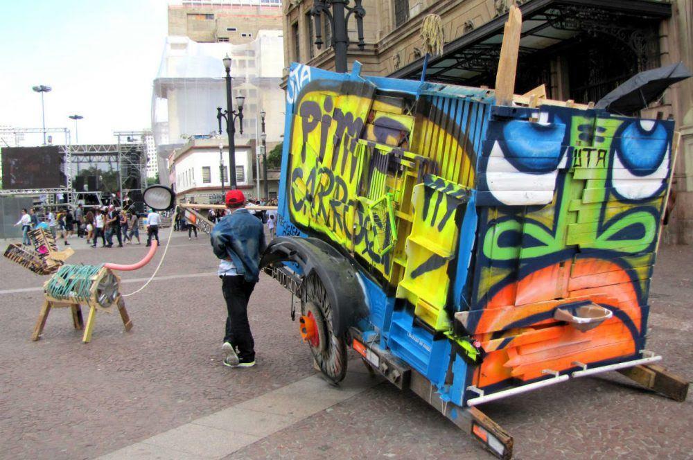 Pensamento Verde, http://www.pensamentoverde.com.br/atitude/conheca-projeto-pimp-my-carroca-apoio-catadores-lixo-brasil/