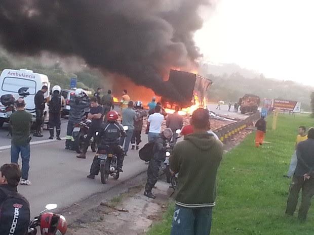 Internauta flagrou o momento em que o caminhão está pegando foto (Foto: Lucila Billy/TEM Você)