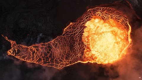 Incredible Photography Into the Heart of an Active Volcano