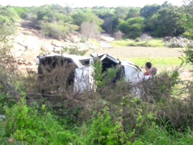Motorista do veículo morreu após capotamento na BA-262 (Foto: Anderson Oliveira/Blog do Anderson)