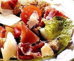 Salată cu parmezan şi prosciutto
